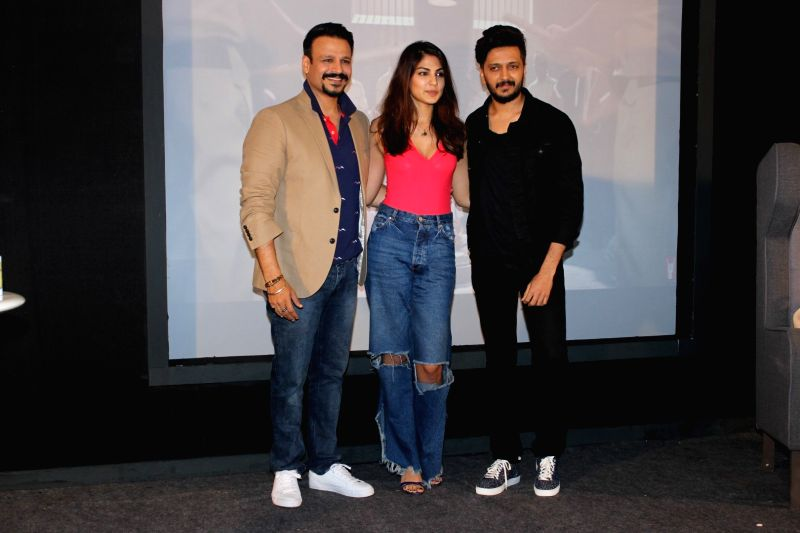 "Actors Vivek Oberoi, Riteish Deshmukh and Rhea Chakraborty during promotions of their upcoming film ""Bank Chor"" Media Knockout The Rost in Mumbai, on May 29, 2017. - Vivek Oberoi, Riteish Deshmukh and Rhea Chakraborty"