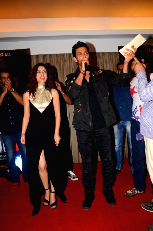 Actors Yami Gautam and Hrithik Roshan during the meet and greet with fans for the film Kaabil in Mumbai on April 11, 2017. - Yami Gautam and Hrithik Roshan