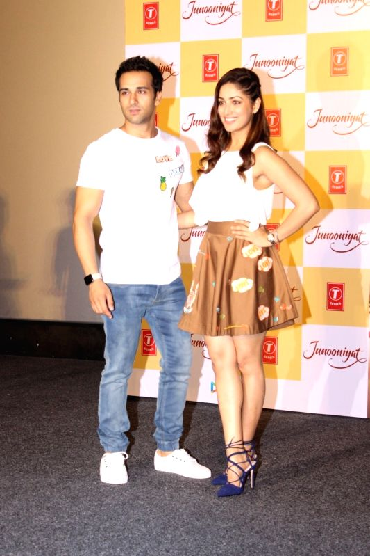 Actors Yami Gautam and Pulkit Samrat during the trailer showcase and song launch of film Junooniyat, in Mumbai, on May 24, 2016. - Yami Gautam and Pulkit Samrat