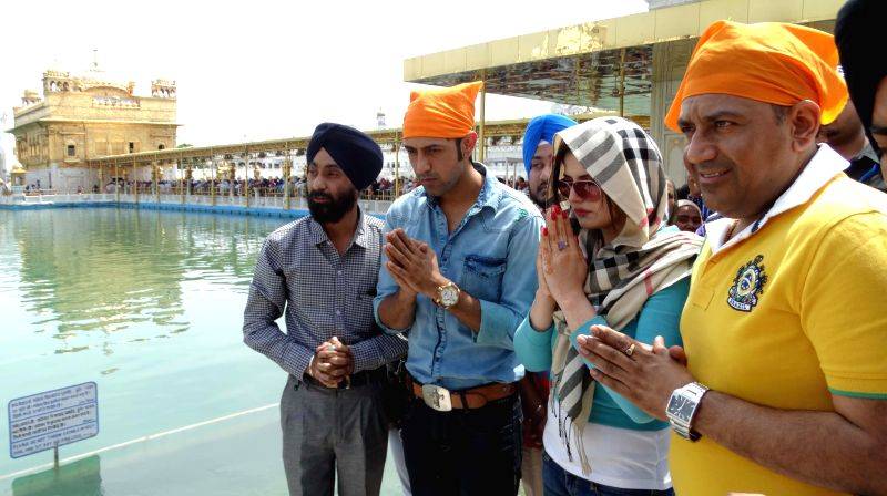 Actors Zarine Khan and Gippy Grewal pay obeisance at the Golden Temple in Amritsar on April 22, 2014.