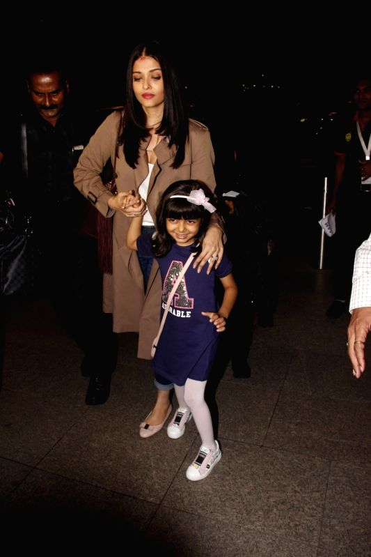 Actress Aishwarya Rai Bachchan along with her daughter Aaradhya spotted at airport as she leaves for Cannes Film Festival, in Mumbai, on May 18, 2017. - Aishwarya Rai Bachchan
