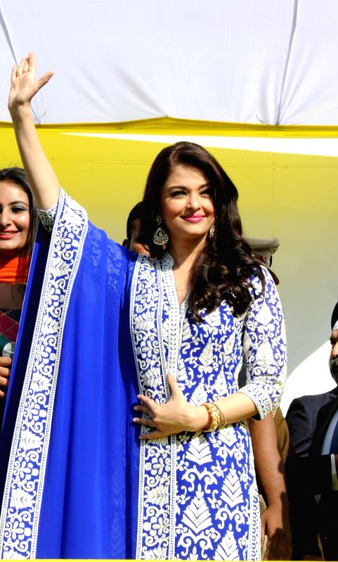 http://files.prokerala.com/news/photos/imgs/800/actress-aishwarya-rai-bachchan-at-the-247692.jpg