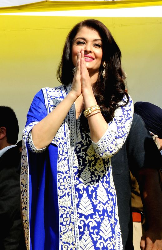 http://files.prokerala.com/news/photos/imgs/800/actress-aishwarya-rai-bachchan-at-the-247695.jpg