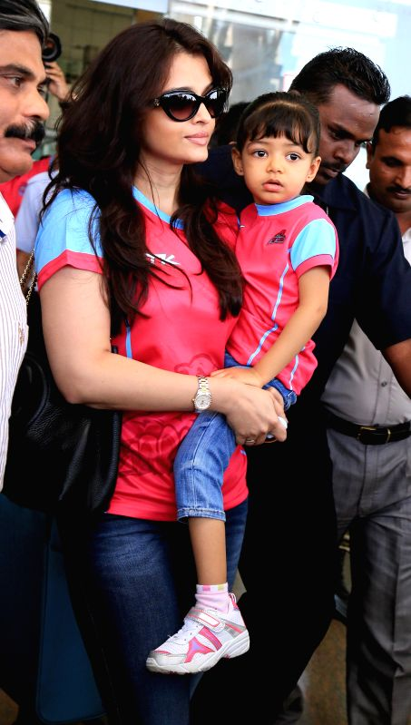 Actress Aishwarya Rai Bachchan with her daughter Aaradhya arrives at the airport in Jaipur on Aug. 23, 2014.