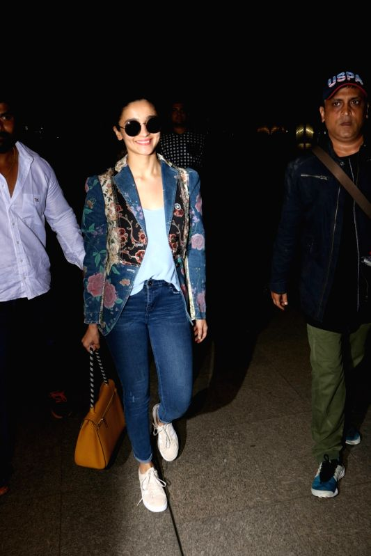Actress Alia Bhatt spotted at Chhatrapati Shivaji Maharaj International airport in Mumbai on Aug 12, 2017. - Alia Bhatt