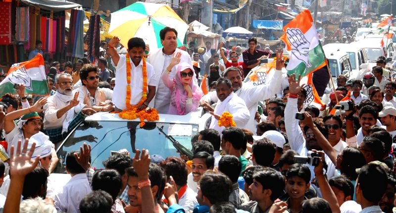 Actress Ameesha Patel and Congress leader Rajeev Shukla campaign for Congress nominee for Allahabad Lok Sabha seat Nand Gopal Gupta during a congress roadshow in Allahabad on April 21, 2014.
