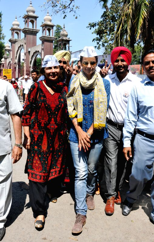 Actress and Aam Admi Party leader Gul Panag during a road show in support of party candidate Daljit Singh in Amritsar on April 19, 2014. - Daljit Singh