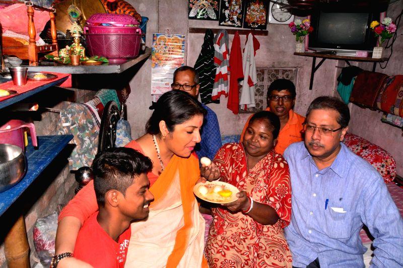 Actress and BJP leader Locket Chatterjee visits West Bengal Chief Minister Mamata Banerjee's constituency Bhawanipur in Kolkata, on May 4, 2017. - Mamata Banerjee and Chatterjee