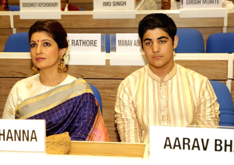 Actress and wife of actor Akshay Kumar, Twinkle Khanna with her son Aarav at the 64th National Film Awards Function where Akshay was felicitated by President Pranab Mukherjee in New Delhi ... - Akshay Kumar, Khanna and Pranab Mukherjee