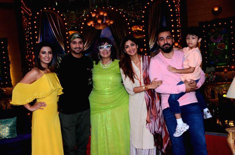 "Aunty Boli Lagao Boli""- Archana Puran Singh, Harbhajan Singh, Geeta Basra,  Shilpa Shetty and Raj Kundra - Archana Puran Singh, Shilpa Shetty, Raj Kundra and Harbhajan Singh"
