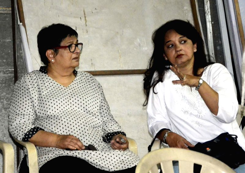 Actress Bharati Achrekar during the funeral of actress Smita Talvalkar who passed away at 2.30 a.m in a Mumbai hospital on Aug 6, 2014. Talvalkar was suffering from ovarian cancer. - Bharati Achrekar