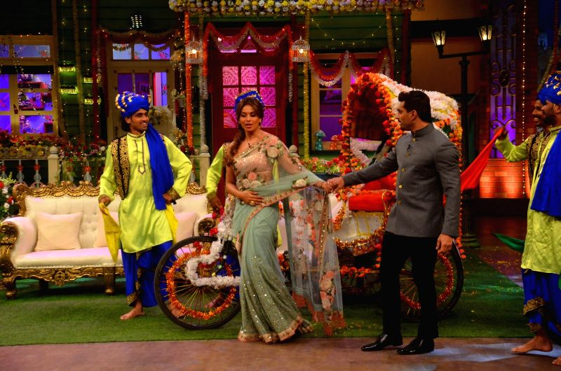 Actress Bipasha Basu along with her husband Karan Singh Grover on the set of The Kapil Sharma Show, in Mumbai on May 28, 2016. - Bipasha Basu and Karan Singh Grover
