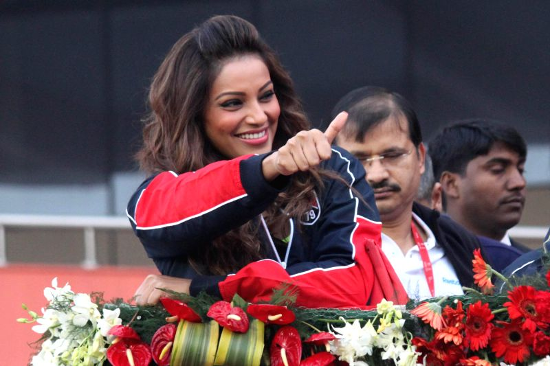 Actress Bipasha Basu during Airtel Delhi Half Marathon at Jawaharlal Nehru Stadium in New Delhi on Nov 23, 2014. - Bipasha Basu