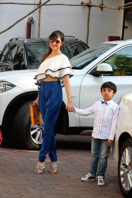 Actress Divya Khosla Kumar with her son Ruhaan Kumar during Shilpa Shettys son Vivaans 5th birthday party in Mumbai, on May 22, 2017. - Divya Khosla Kumar, Shilpa Shetty and Ruhaan Kumar