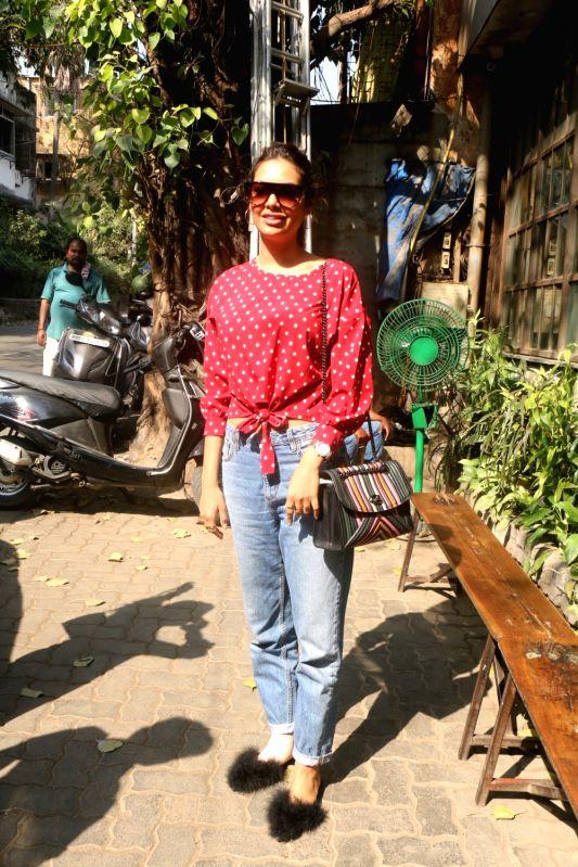 Actress Esha Gupta along with her sister Neha Gupta seen at cafe in Bandra, Mumbai on Jan 31, 2018. - Esha Gupta and Neha Gupta