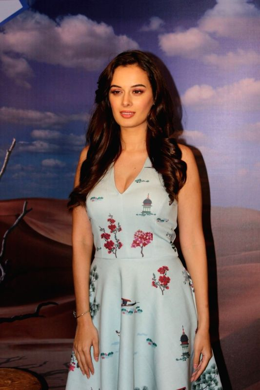 evelyn sharma casual wear