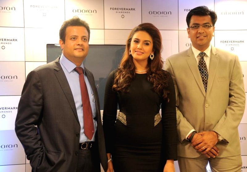 Actress Huma Qureshi unveiled an exquisite range of red carpet jewellery collection during the launch of Forevermark, the diamond brand from De Beers at the new Abaran store in M.G. Road, Bangalore ..