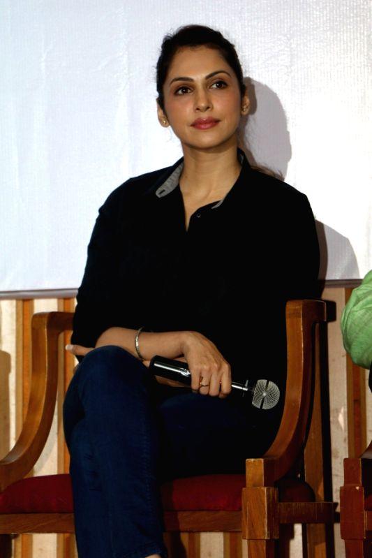 Actress Isha Koppikar during the promotion of Swachh Bharat campaign in Mumbai on Aug 10, 2016. - Isha Koppikar