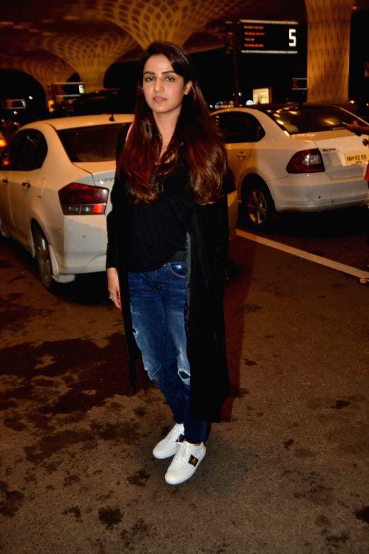 Actress Jasmin Bhasin leaves for Argentina to begin shooting for Khatron Ke Khiladi season 9 in Mumbai on July 11, 2018. - Jasmin Bhasin