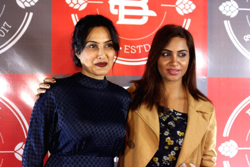 Actress Kamya Panjabi and Bigg Boss 11 Contestant Arshi Khan during a programme in Mumbai on Feb 1, 2018. - Kamya Panjabi and Arshi Khan