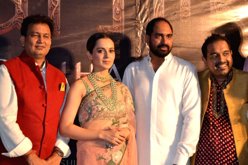 Actress Kangana Ranaut and Shankar Mahadevan during a programme in Varanasi on May 4, 2017. - Kangana Ranaut