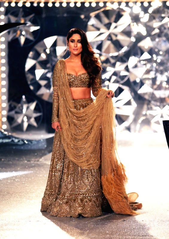 Actress Kareena Kapoor Khan walk the ramp for designer duo Falguni and Shane Peacock at India Couture Week 2018 in New Delhi on July 26, 2018. - Kareena Kapoor Khan