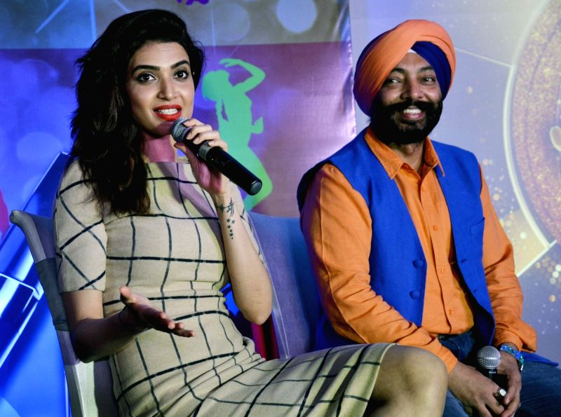 Actress Karishma Tanna addresses a press conference regarding dance reality show Jhalak Dikhhla Jaa in Bhopal on July 29, 2016. Also seen Chef Harpal Singh Sokhi. - Karishma Tanna and Harpal Singh Sokhi