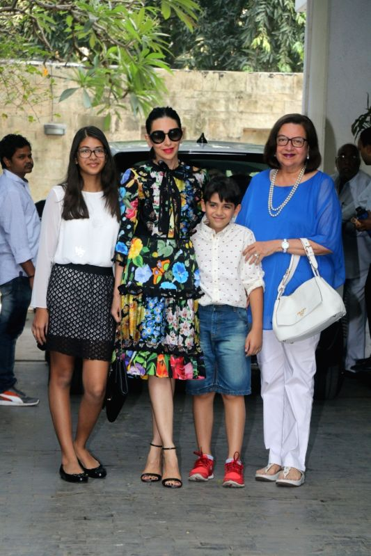 Actress Karisma Kapoor along with her mother Babita Shivdasani and childrens Samiera Kapoor and Kiaan Raj Kapoor arrive to attend Christmas party at late actor Shashi Kapoor's residence in ... - Karisma Kapoor, Samiera Kapoor, Kiaan Raj Kapoor and Shashi Kapoor