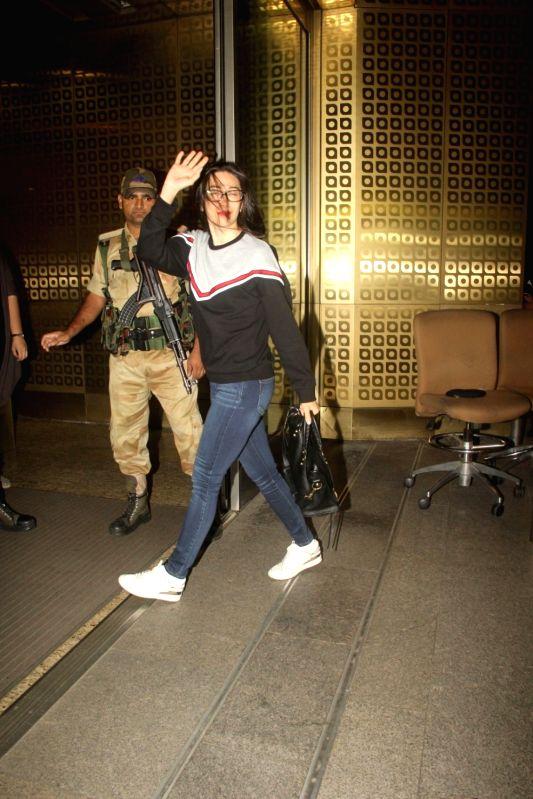Actress Karisma spotted at the Chhatrapati Shivaji International airport in Mumbai, on Aug 4, 2016. - Karisma