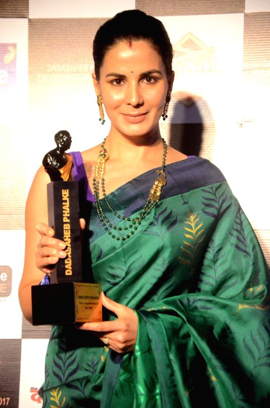 Actress Kirti Kulhari with the Dadasaheb Phalke award in Mumbai on April 21, 2017. - Kirti Kulhari