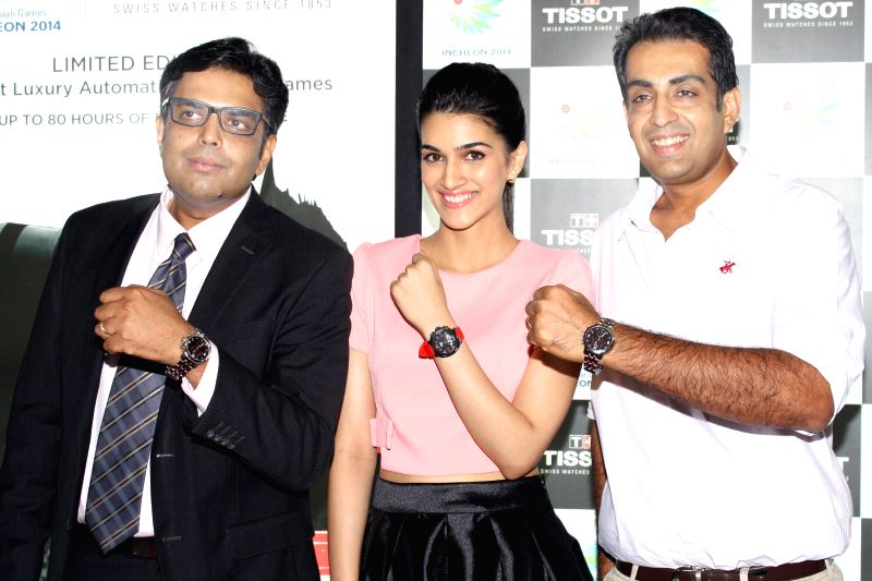 Actress Kriti Sanon and Indian sport shooter Manavjit Singh Sandhu at the launch of the`Tissot's Asian Games Collection, 2014` in New Delhi on Aug 21, 2014. - Kriti Sanon and Manavjit Singh Sandhu