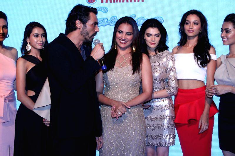Actress Lara Dutta along with finalist of Miss Diva during the promo launch of Yamaha Fascino Miss Diva 2016, 6-part Television series in Mumbai on August 2016 - Lara Dutta