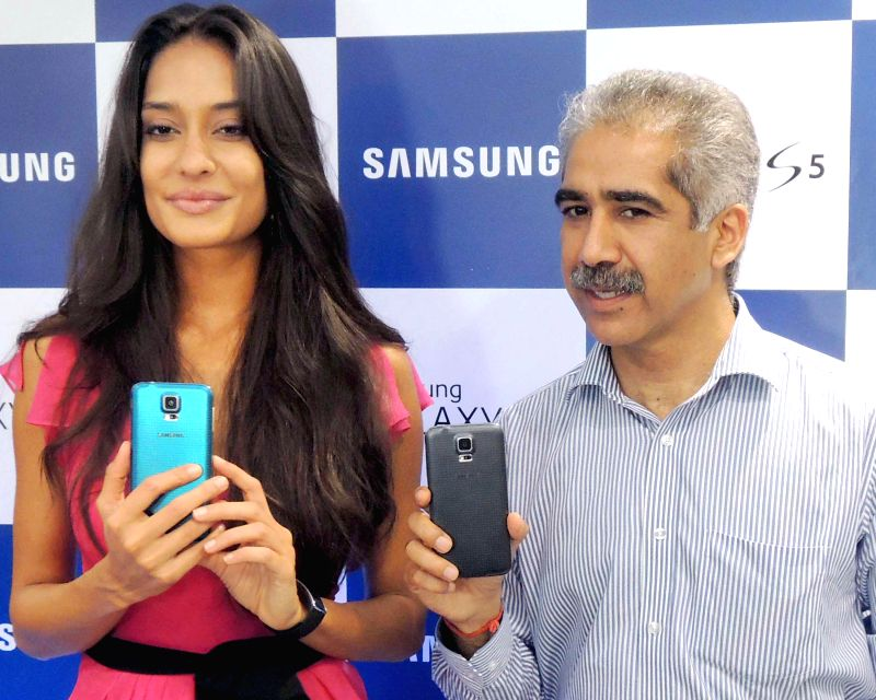 Actress Lisa Haydon during the launch of a Samsung Smartphone in Gurgaon on April 11, 2014.
