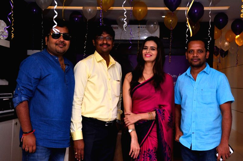 Actress Meenakshi Dixit Launches Naturals Salon at Vijayawada in Hyderabad. - Meenakshi Dixit Launches Naturals Salon
