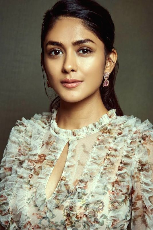 "Actress Mrunal Thakur, who wooed the audience with her performances in movies like ""Super 30"" and ""Batla House"", will now be seen as female lead in Shahid Kapoor's ""Jersey""."