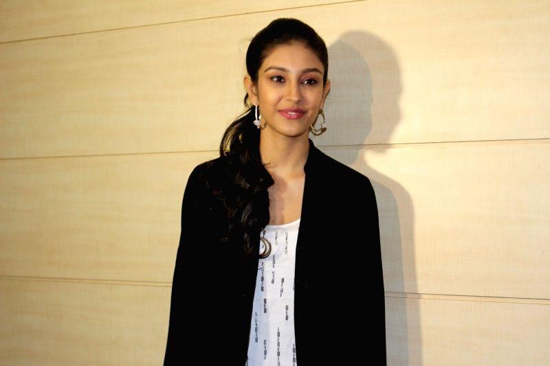 Actress Navneet Dhillon during  the teaser launch of film Loveshhuda in Mumbai  on Dec 3, 2015. - Navneet Dhillon