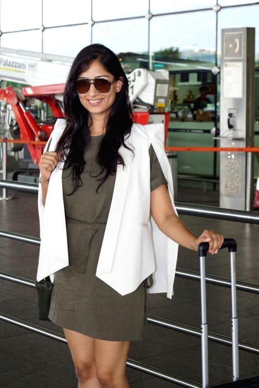 Actress Niharica Raizada seen at Chhatrapati Shivaji International Airport in Mumbai on June 14, 2018. - Niharica Raizada