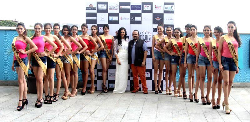 Actress Niyati Joshi with the contestants during the unveiling of the Glamorous Crowns of 'Senorita India 2016' Beauty Pageant in Mumbai on Sept 8, 2016. - Niyati Joshi