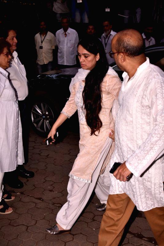 Shashi Kapoor's condolence meet - Padmini Kolhapure and Shashi Kapoor