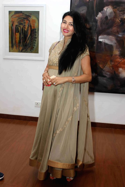 Actress Pooja Batra during the art preview of artist Rekha Rana in Mumbai on March 24 , 2015. - Pooja Batra