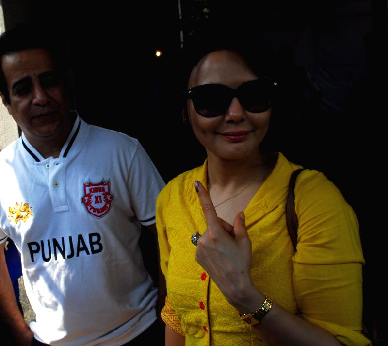Actress Preity Zinta shows her fore finger marked with phosphorous ink after casting her vote at a polling booth during the sixth phase of 2014 Lok Sabha Polls in Mumbai on April 24, 2014.