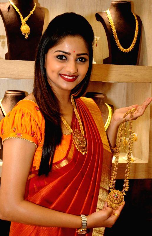 "Actress Rachita Ram inaugurates a jewellery showroom on ""Akshaya Tritiya"" in Bengaluru on April 28, 2017. - Rachita Ram"