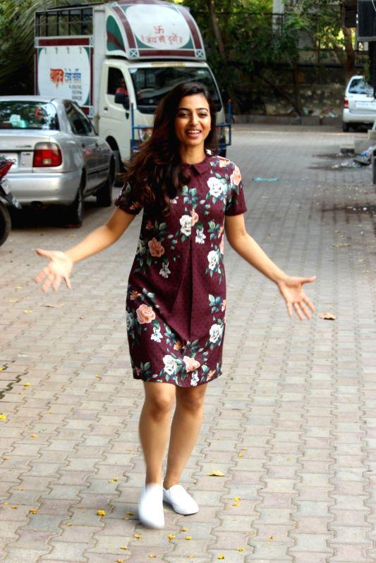 Actress Radhika Apte spotted in Santacruz, in Mumbai on May 16, 2016. - Radhika Apte