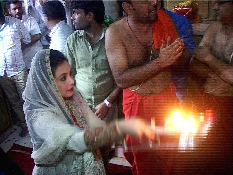 Actress Rani Mukherjee visit Ambaji temple for the success of film Mardaani, in Gandhinagar.
