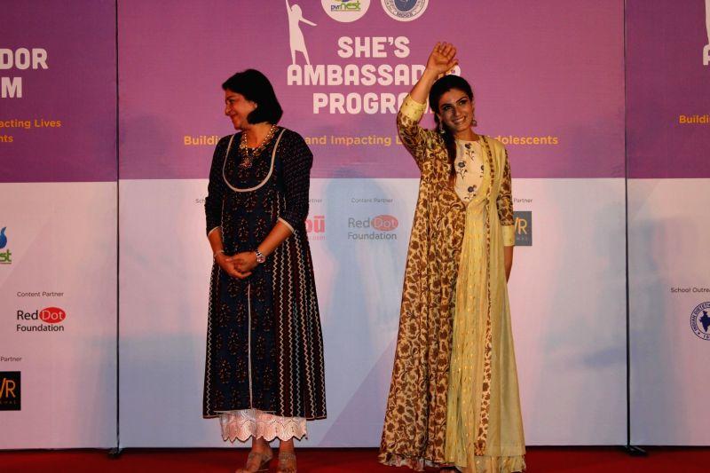Actress Raveena Tandon and Congress leader Priya Dutt during a programme in Mumbai on April 11, 2017. - Raveena Tandon and Priya Dutt