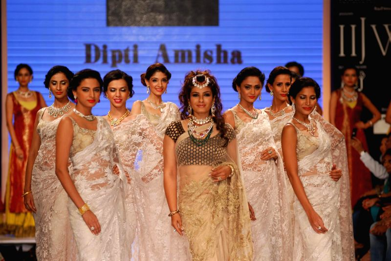 Actress Raveena Tondon walks the ramp displaying jewellery designed by Dipti Amisha during the India International Jewellery Week (IIJW) in Mumbai, on July 15, 2014. - Raveena Tondon
