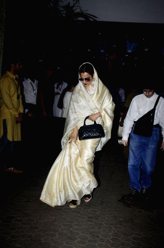 Shashi Kapoor's condolence meet - Rekha and Shashi Kapoor