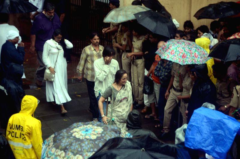 shashi kapoors funeral sanjana kapoor
