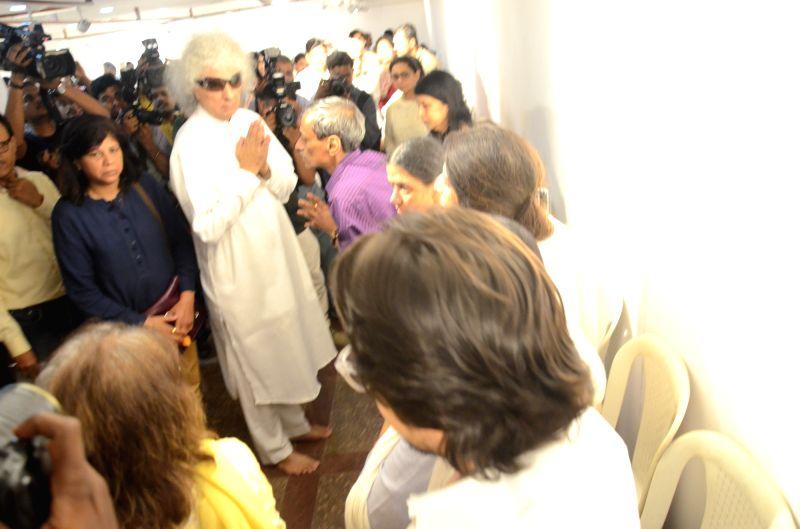 Actress Santoor player Pandit Shivkumar Sharma at the funeral of classical renowned Hindustani classical vocalist Kishori Amonkarin Mumbai on April 4, 2017. - Santoor and Pandit Shivkumar Sharma
