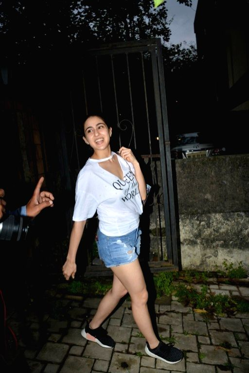 sara ali khan psoed for camera
